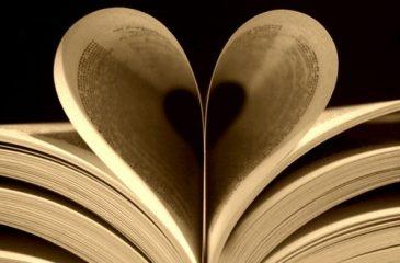 könyvlap-szív